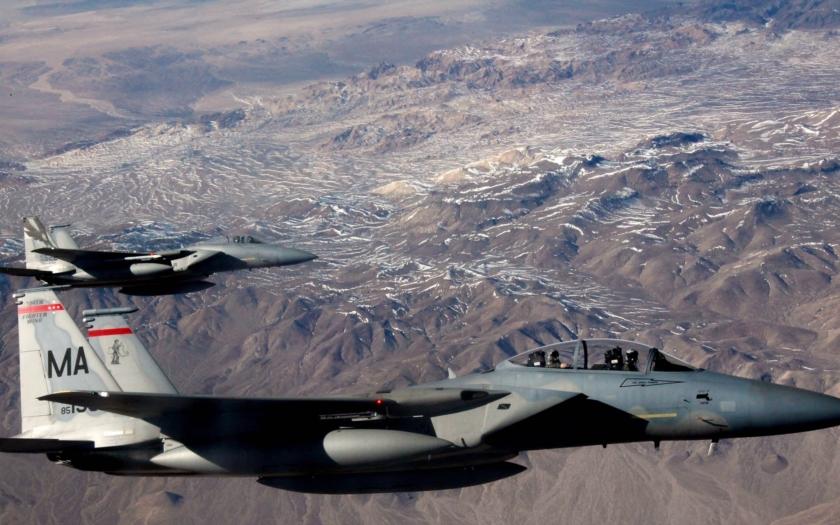 Americké F-15C přilétají odradit Rusko od další agrese