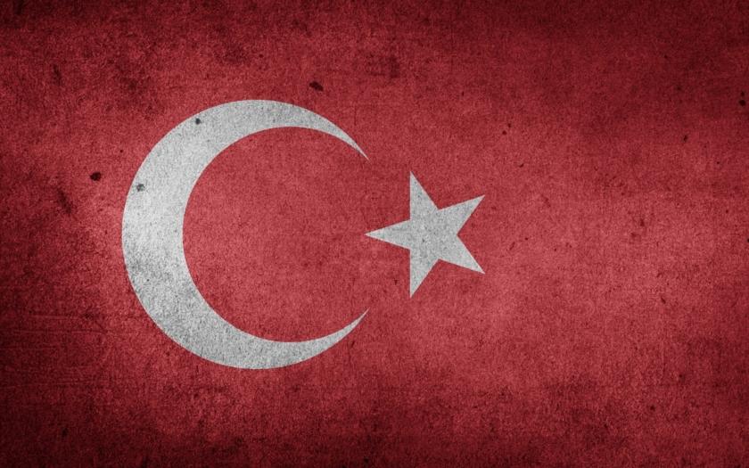 Ministr: Turecko vyjde z krize liry silnější, banky jsou zdravé
