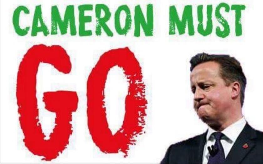 Britská veřejnost a opozice žádá rezignaci Davida Camerona: &quote;Lhal jste voličům, odejděte!&quote;