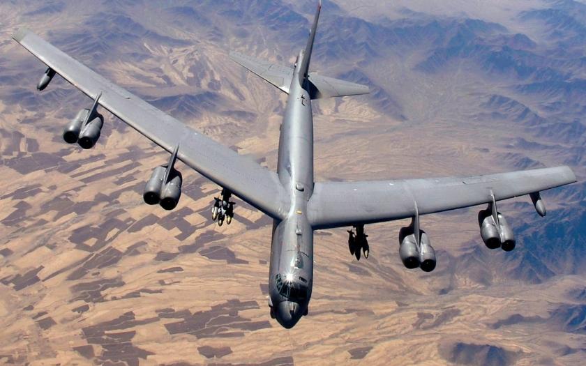 Video: Útok B-52 na skupinu bojovníků ISIS