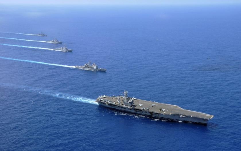 Čínský militantní admirál: Územní spor v Jihočínském moři se dá řešit potopením dvou amerických letadlových lodí