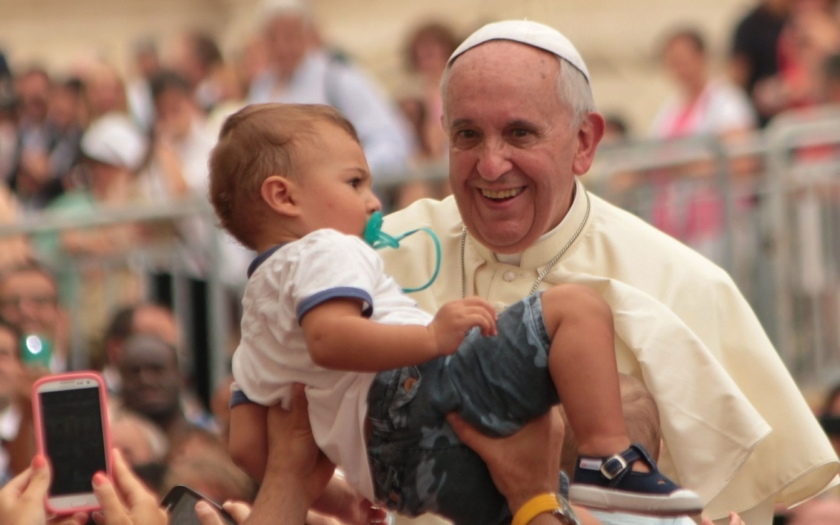 Papež František uznal, že není možné otevírat migrantům hranice dokořán