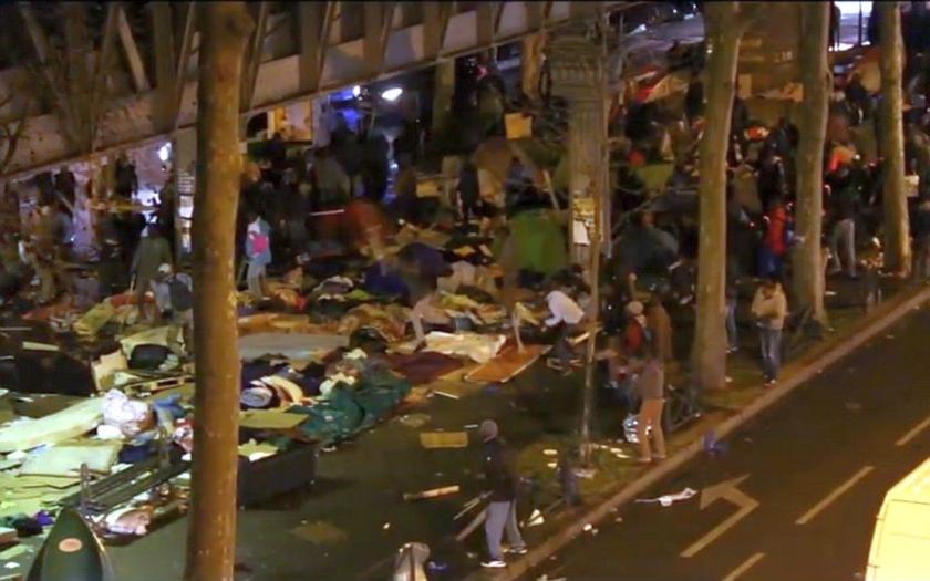Pouliční bitky mezi přistěhovalci v Paříži jsou na denním pořádku. Policie už nezasahuje.