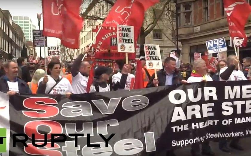 Desetitisíce lidí protestovalo v centru Londýna proti britské vládě. Žádali demisi premiéra Camerona