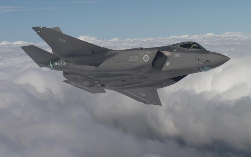 Úspěšný test nové lehké helmy pro F-35