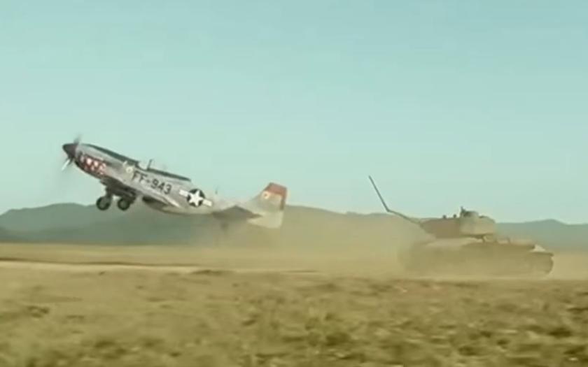 Video: Ruský tank vs. americké letadlo ve filmu My Way