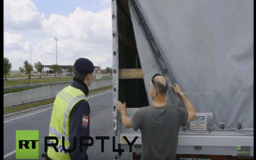 Rakúsko znovu sprísnilo hraničné kontroly na hraniciach s Maďarskom, v snahe zabrániť utečencom  vstup do krajiny.