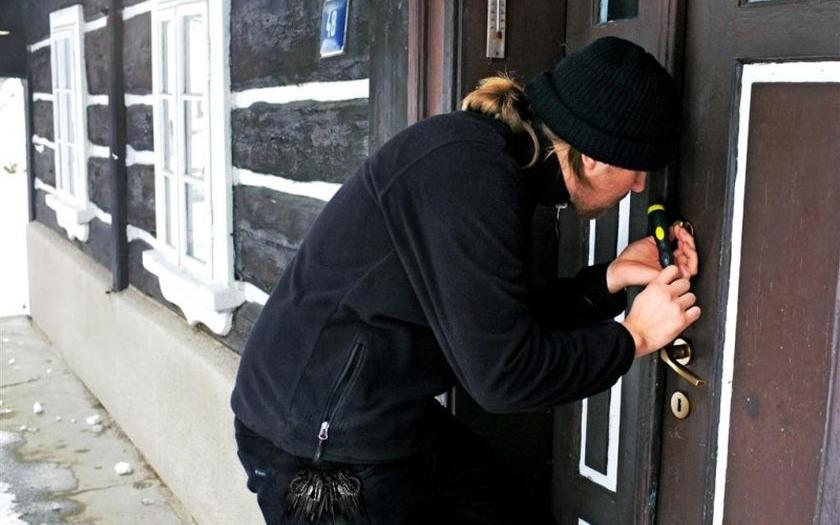 Čeká nás druhý studený víkend v řadě, majitele chat a chalup může kvůli zlodějům nepříjemně překvapit