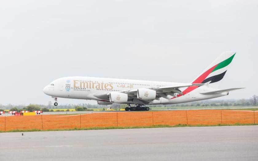 Inaugurační let Emirates A380 přistál v Praze