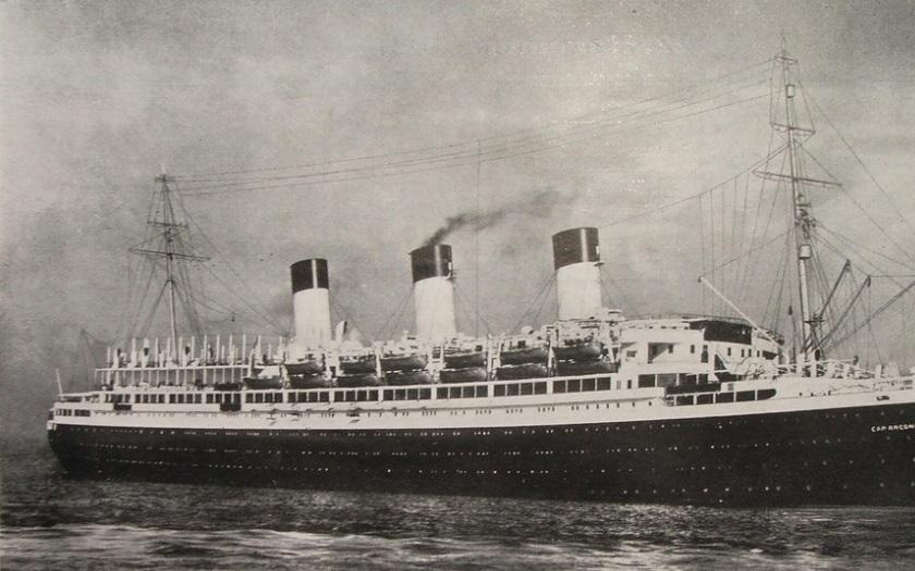 Potopení německého parníku Cap Arcona bylo jednou z největších námořních katastrof. Na palubě byl i E. F. Burian