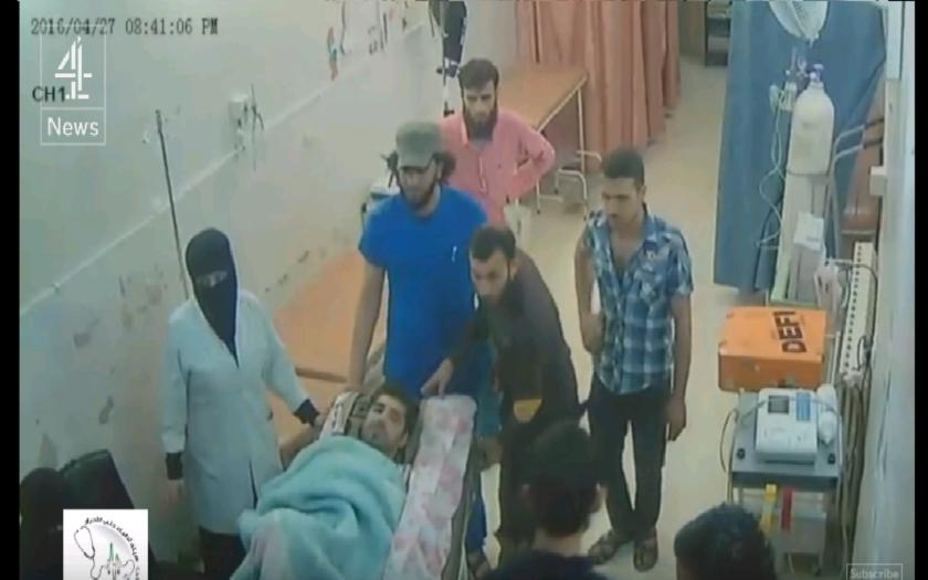VIDEO priamo z bombardovanej nemocnice v Sýrii, ktoré zachytáva posledné minúty pred bombardovaním.