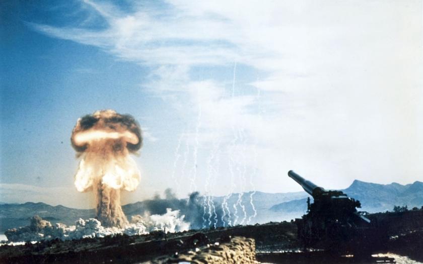 Test atomového děla ráže 280 mm zachycený kamerou