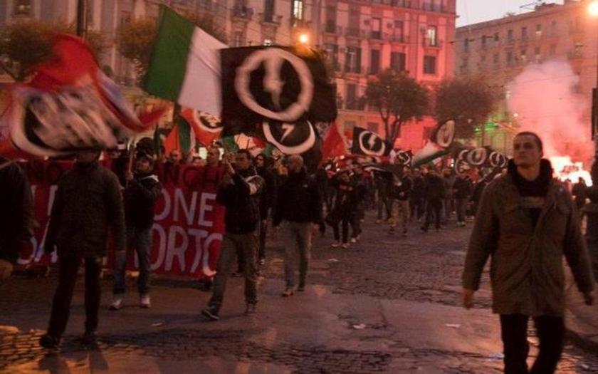 Tisíce demonstrantů v Římě skandovalo: &quote;Zastavte invazi! Tohle je náš domov!&quote;