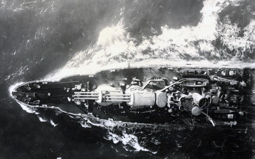 Video: Bitevní loď USS Pennsylvania proplouvá Panamským průplavem