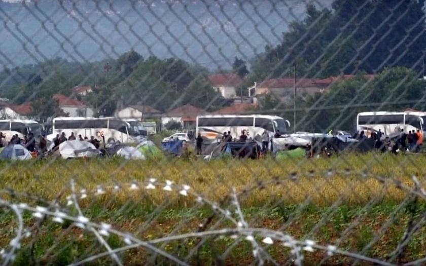 Idomeni evakuováno, buldozery likvidují provizorní tábořiště