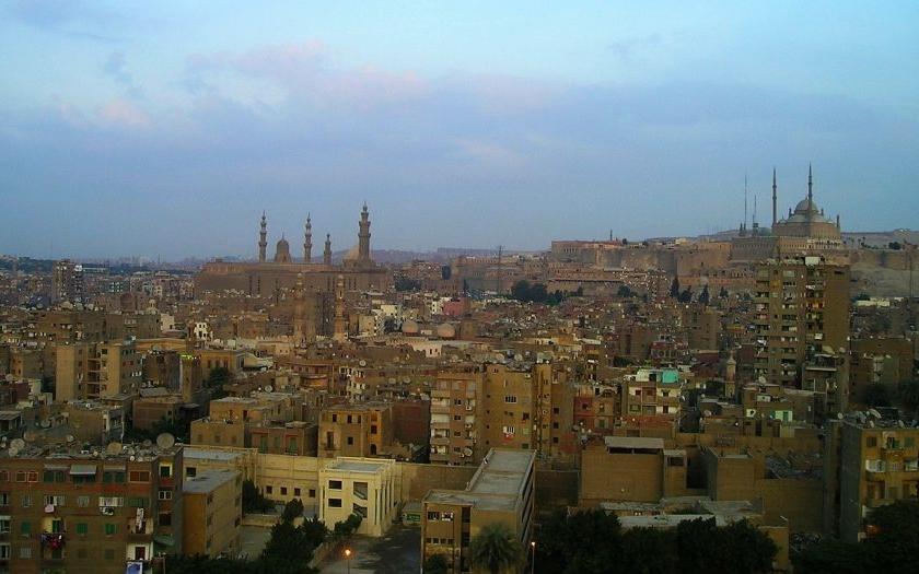 """Egyptští muslimové zlynčovali sedmdesátiletou křesťanku. Dav skandoval: """"Musíme vyhnat nevěřící!&quote;"""