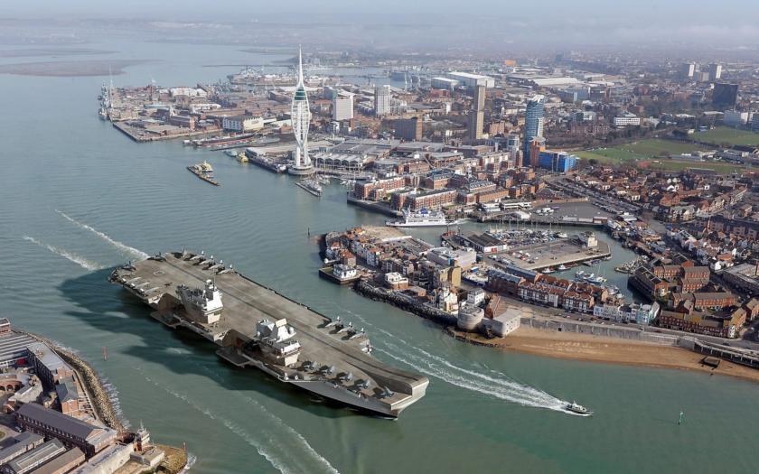 Video: Největší britská válečná loď HMS Queen Elizabeth