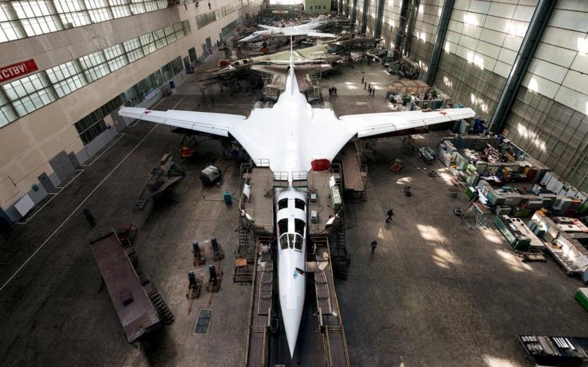 Nové snímky &quote;Bílé labutě&quote; Tu-160M2