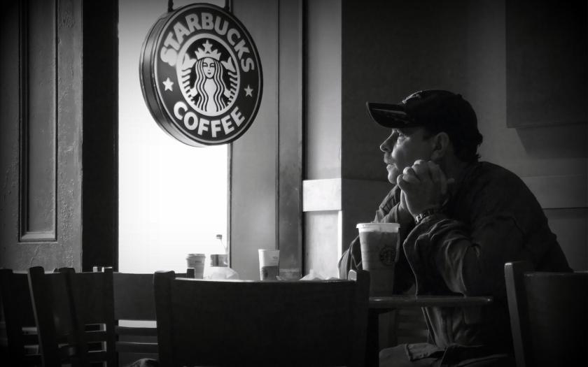 Starbucks má na svých zákaznických kartách více peněz, než mnoho bank vkladů