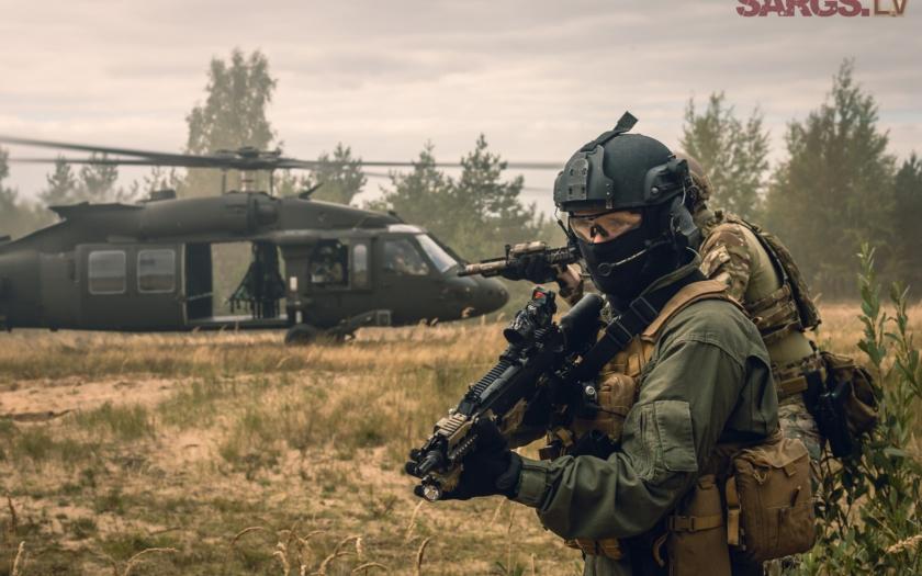 Nervózní pobaltské státy uvádějí své armády do válečného stavu