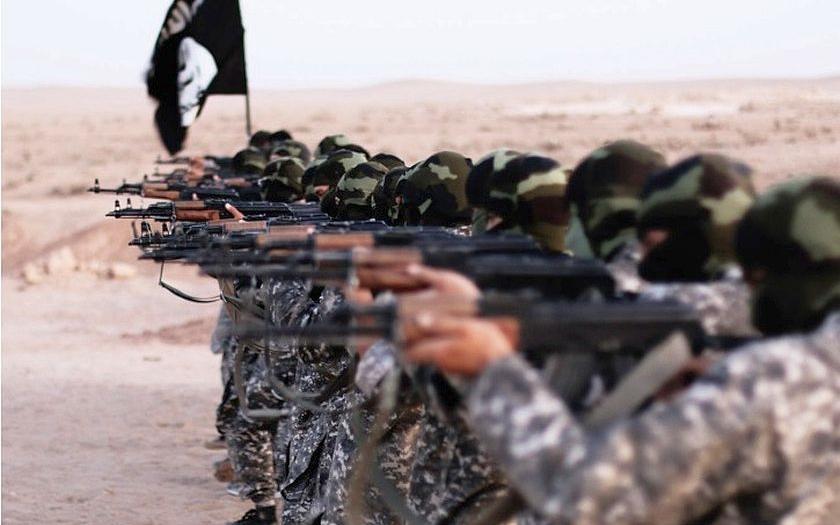 ISIS kope zákopy pri tureckých hraniciach, turecká armáda ich však ignoruje