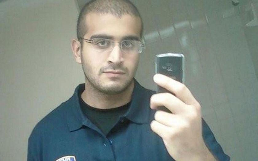 FBI zveřejnila přepisy telefonátů s vrahem z Orlanda. Smazala zmínky o IS