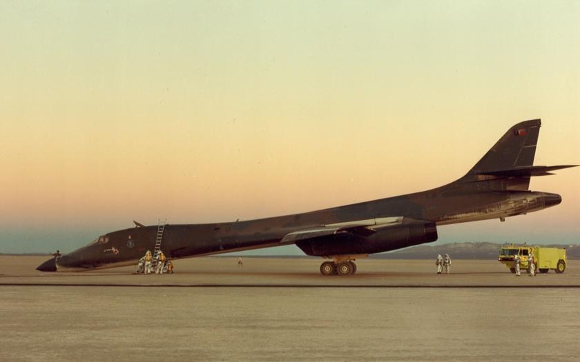 VIDEO: Nouzové přistání B-1B na Rogers Dry Lake