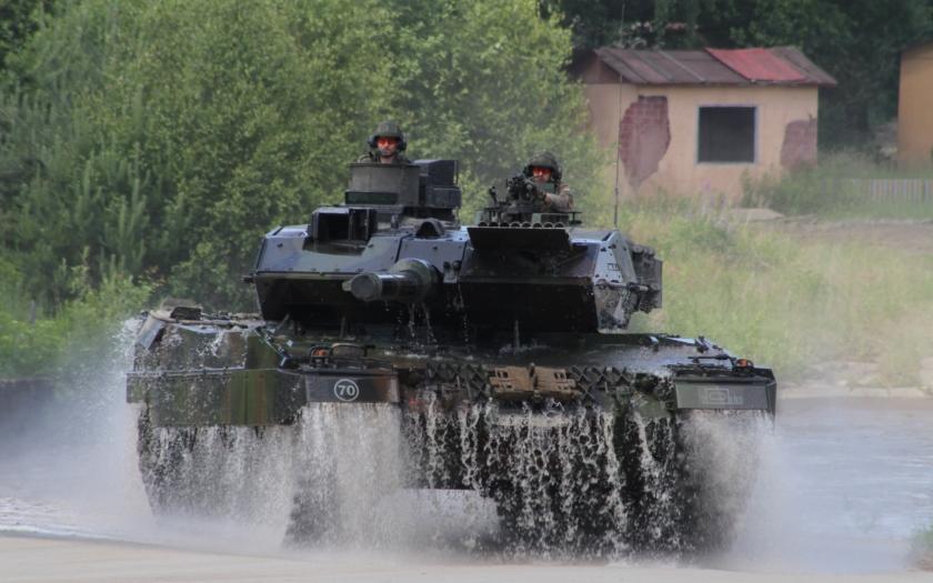 Nebojový bundeswehr a mrznoucí Slovinci: chybí letadla, vrtulníky, tanky, lodě a ponorky, ale i zimní bundy