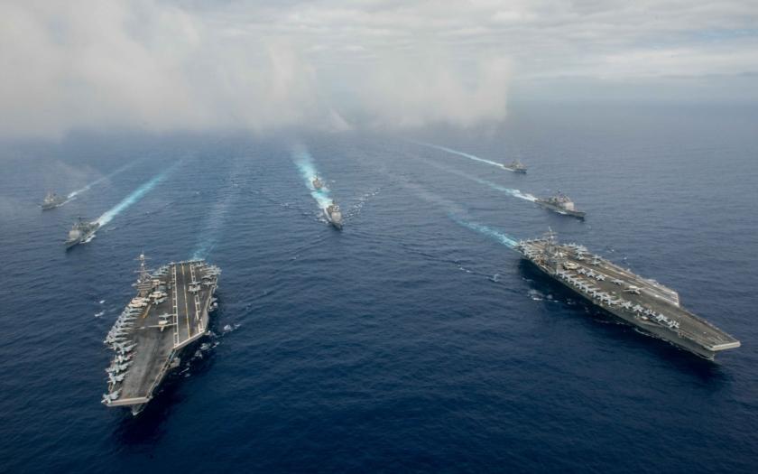 Do horkých vod Jihočínského moře míří 2 letadlové lodě US Navy