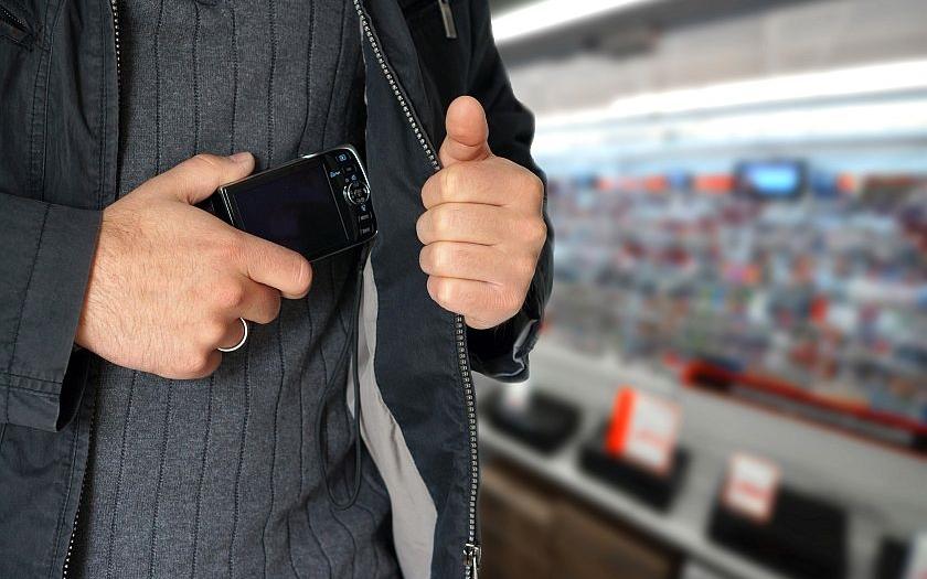 Zlodějské gangy ukradly v německých obchodech zboží za 56 miliard korun