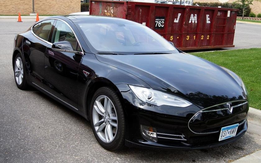 První smrtelná nehoda v autonomním voze Tesla
