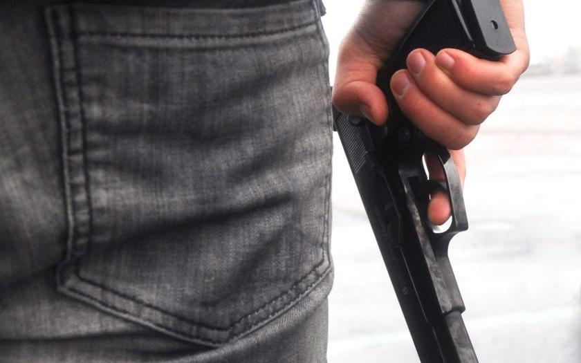 Kontroverzní směrnice EU chce vzít lidem možnost se bránit legálně drženou zbraní (komentář Lumíra Němce)