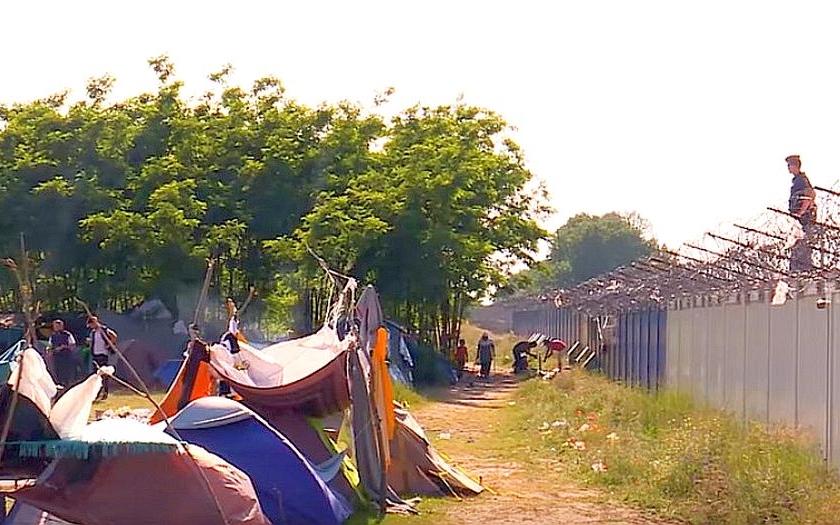 &quote;Zaplatil jsem pašerákům 8.000 eur za cestu do Německa a skončil jsem v Srbsku,&quote; stěžuje si jeden z uprchlíků