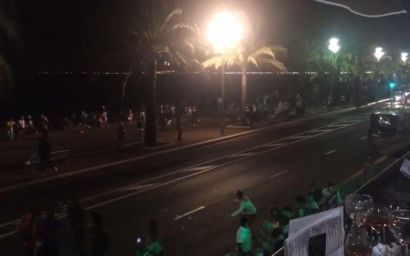 Video: Panika v Nice. Kamion vjel do davu lidí oslavujících státní svátek