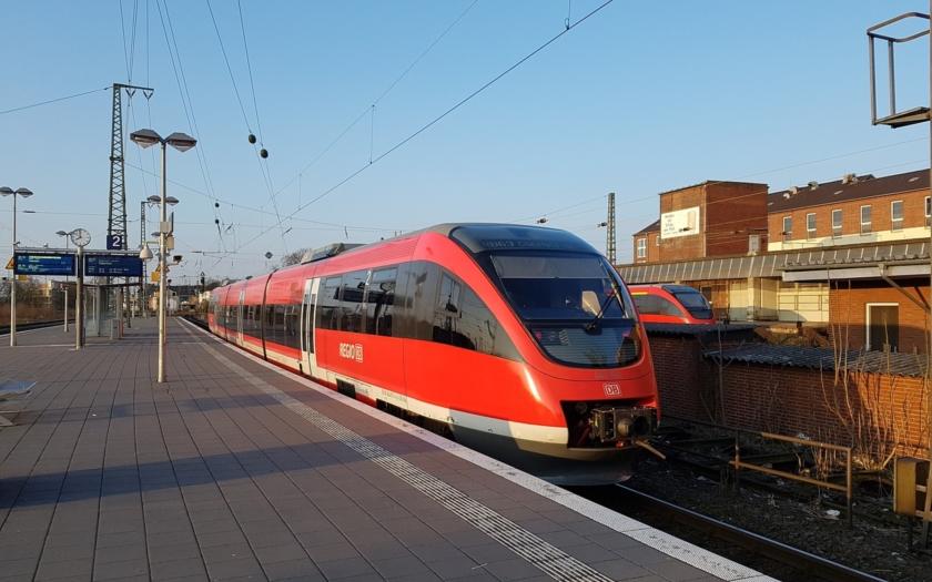 Uprchlík z Afgánistánu napadl sekyrou cestující v německém vlaku