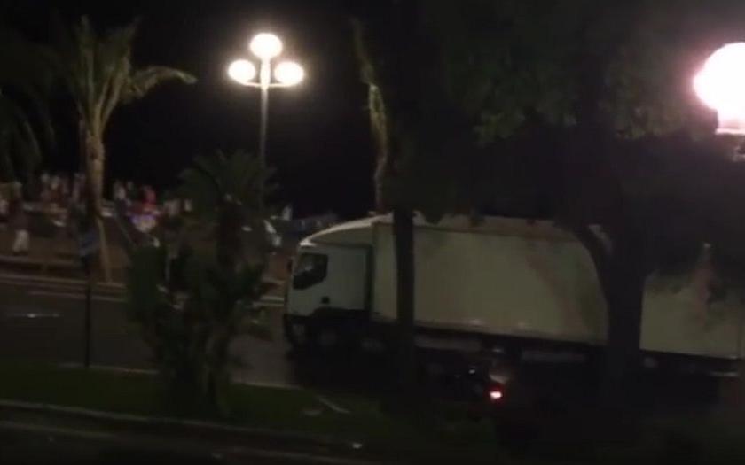 Skandál ve Francii: V Nice údajně selhaly bezpečnostní orgány, ministr vnitra prý lhal
