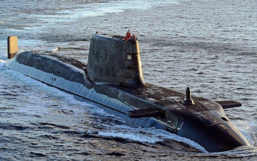 Srážka britské jaderné ponorky s obchodní lodí