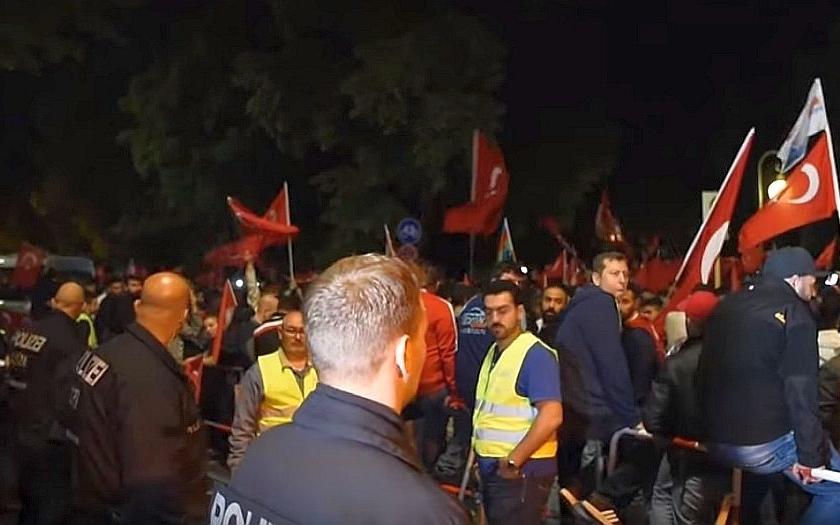 &quote;Alláhu Akbar!&quote; Křičeli Turci v centru Vídně