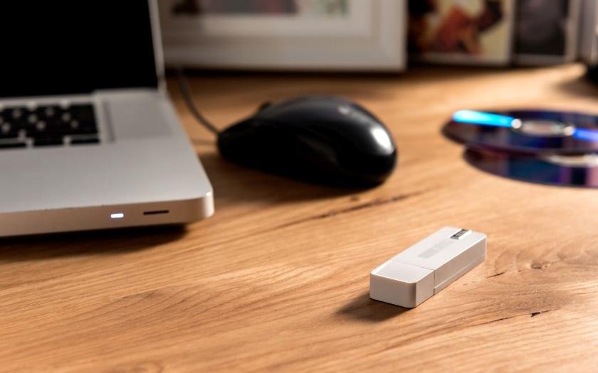 Skrytý diktafon v USB flash disku s hlasovou aktivací