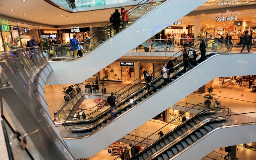 Teenageři a mladiství jsou častými viníky konfliktů v obchodních centrech. Provokují pro vlastní zábavu i sledovanost na sociálních sítích