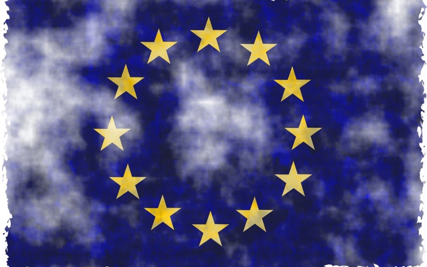 KOMENTÁŘ: Evropská komise chce chránit kaluže – aby dále omezila držení zbraní