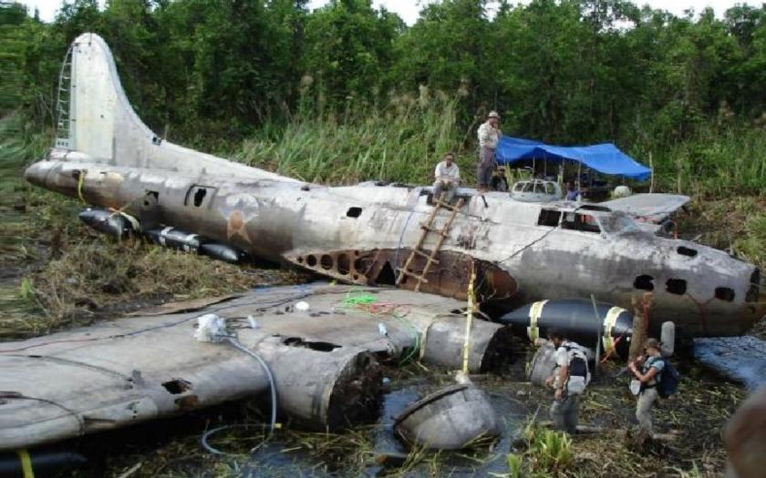 ,,Duch bažiny B-17E&quote;, nalezený po 68 letech v džungli