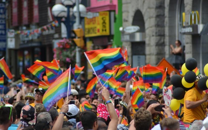 Sexuální menšiny podpořilo v Praze 40 000 lidí, tradiční rodinu 500