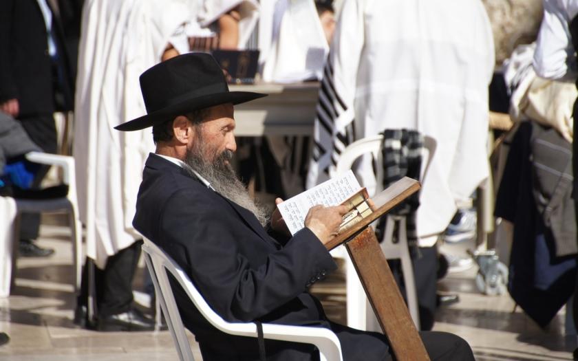 Muslim pobodal rabína ve Štrasburku. Při útoku křičel &quote;Alláhu Akbar!&quote;