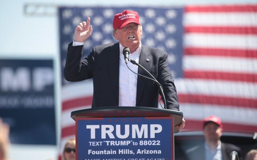 Trump po vstřícném gestu opět slíbil tvrdý přístup k migrantům