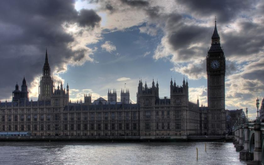 Starosta Londýna Sadiq Khan podporuje na předsedu Labour party Owena Smithe