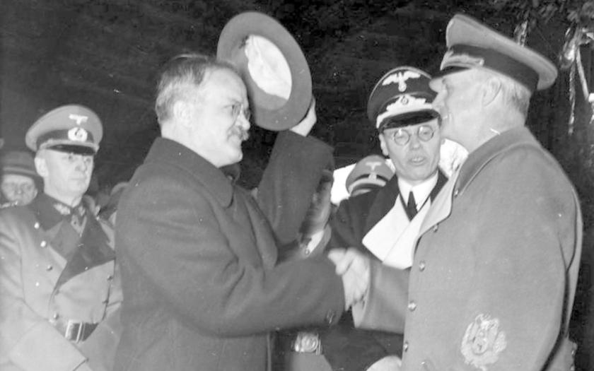 23. srpna 1939 si Hitler a Stalin rozdělili Evropu