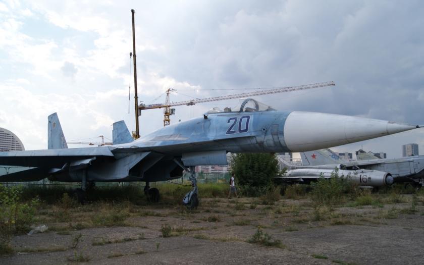 Video: Opuštěné vojenské letouny