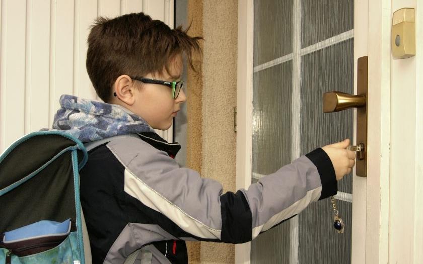 Sedm rad rodičům, než svěří dětem klíče od bytu