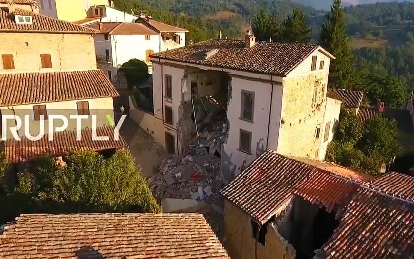 Video: Následky zemětřesení ve střední Itálii zadokumentoval dron